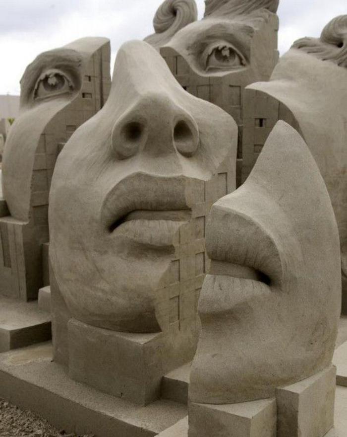 sculpture-de-sable-visage-déstructuré