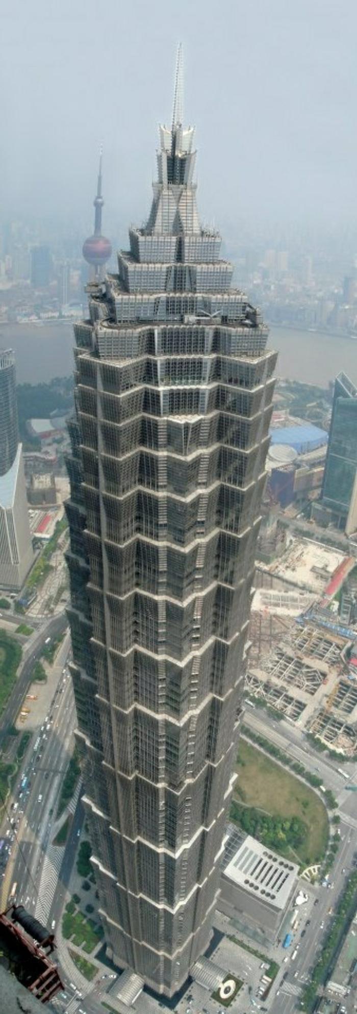 shanghai-tower-gratte-ciel-batiment-publique-joli-design-moderne-a-haute-batiment-