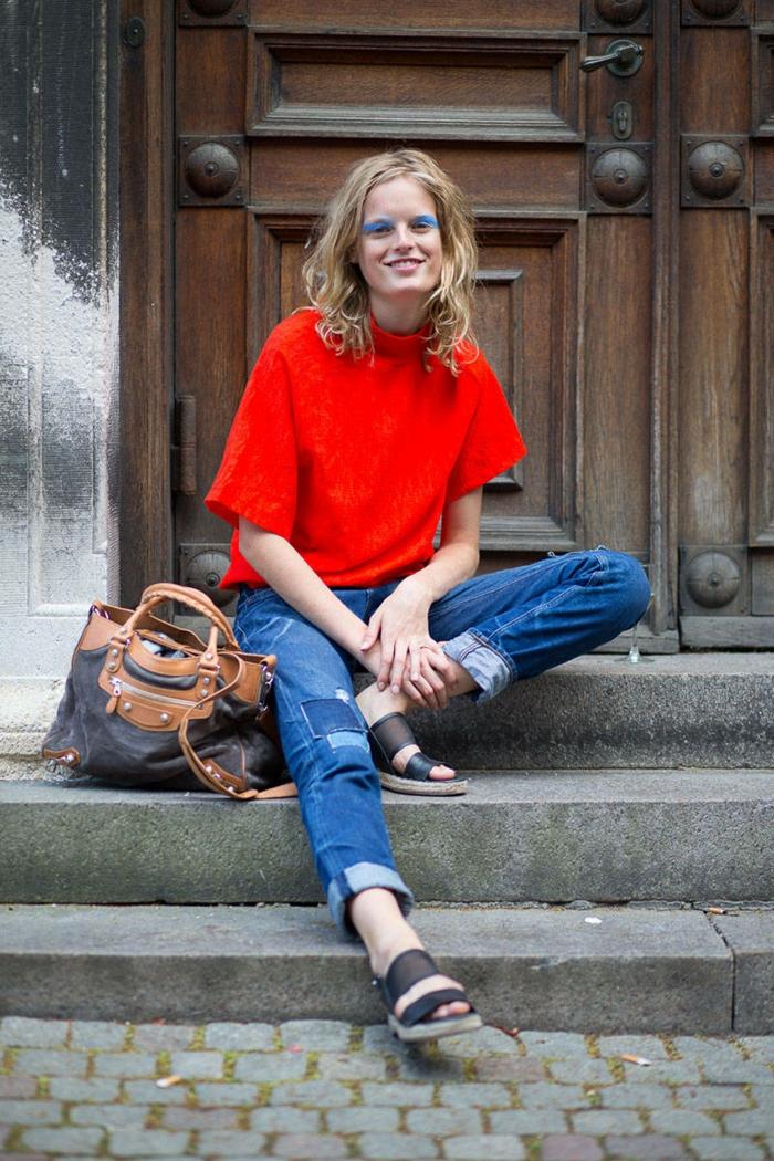street-fashion-tendances-automne-hiver-2015-jean-et-blouson-en-orange-resized