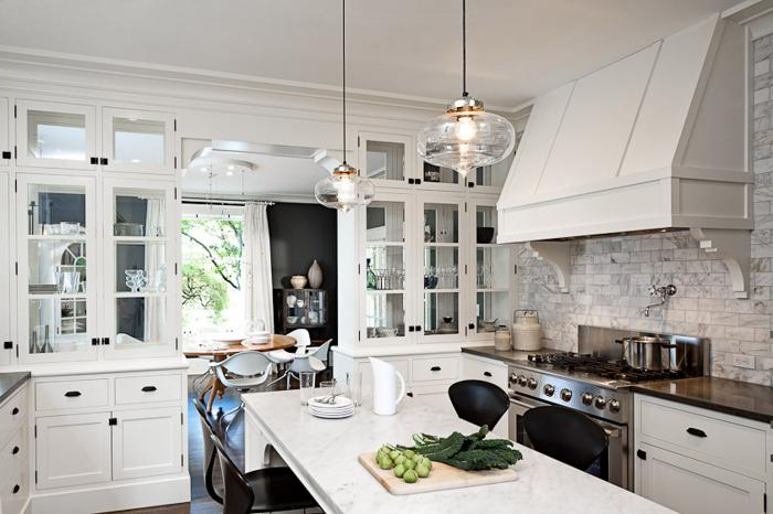 suspension-en-verre-cuisine-blanche-suoer-moderne