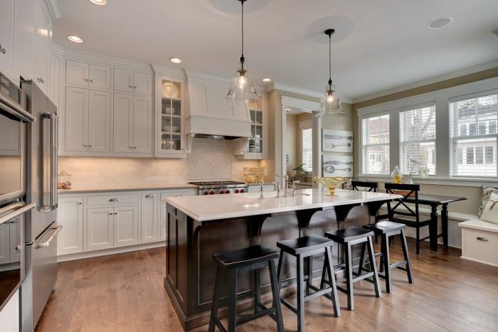 choisissez la suspension en verre pour faire impression et accueillir la lumi re. Black Bedroom Furniture Sets. Home Design Ideas