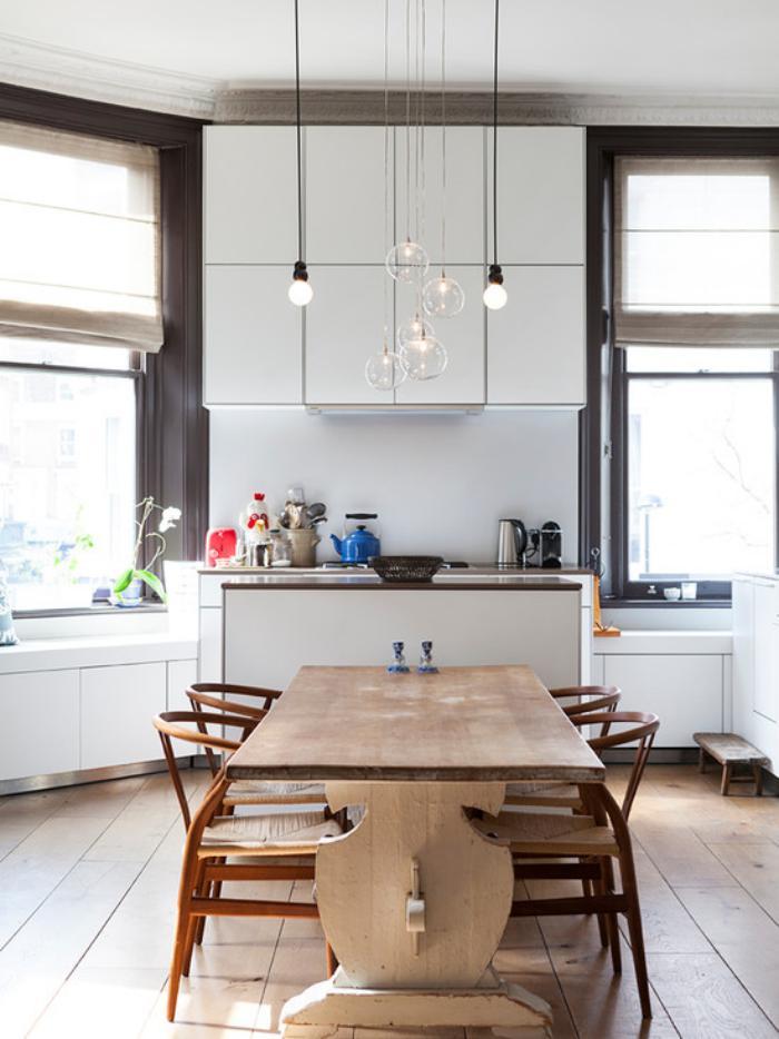 suspension-en-verre-mobilier-en-bois-cuisine-intéressante
