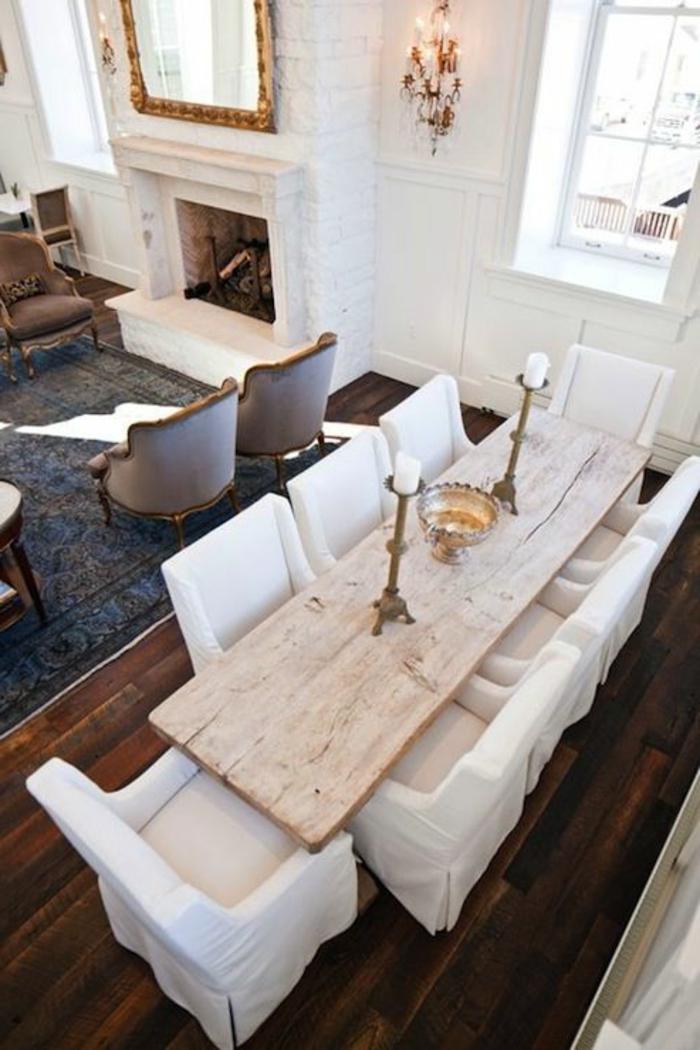 table-carrée-salle-à-manger-contemporaine-en-bois-massif-clair-et-sol-en-parquet-foncé