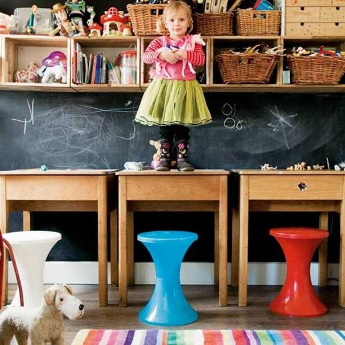 tabouret-tam-tam-pas-cher-en-plastique-colorée-pour-la-chambre-d-enfant