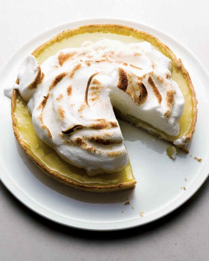 tarte-citron-meringuée-pâtisserie-délicieuse-meringue