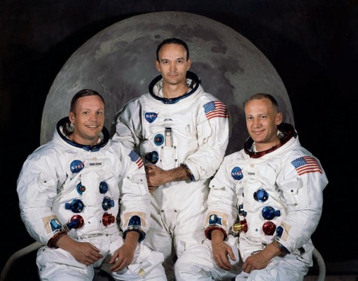 terre-lune-image-de-la-lune-costume-cosmonaute-les-trois