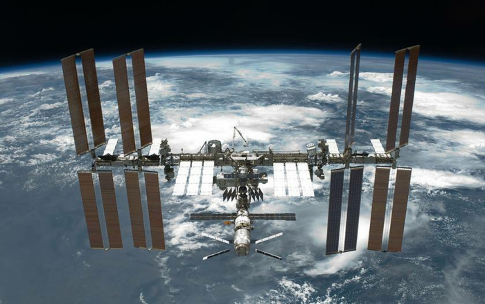 terre-lune-image-de-la-lune-costume-cosmonaute-satelit