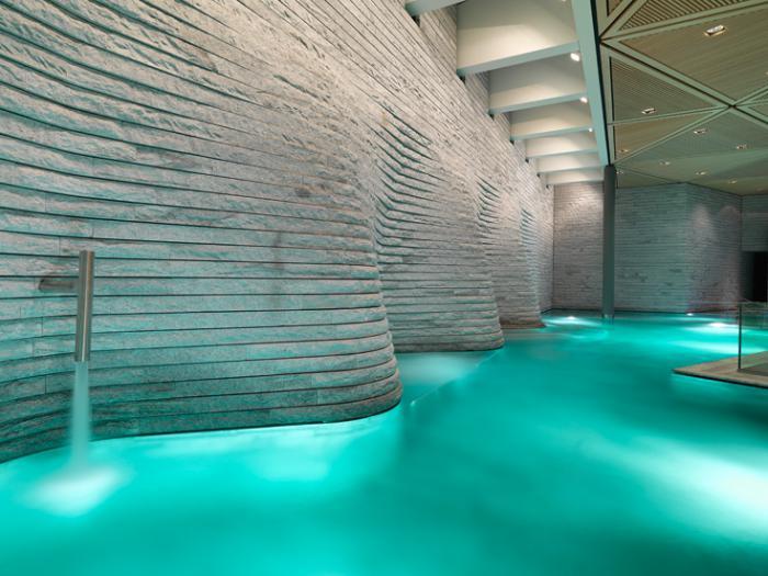 thermes-de-spa-architecture-fantastique-de-piscine-intérieure