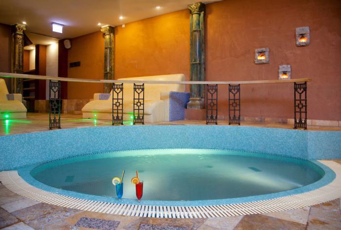 thermes-de-spa-baignoire-publique-eau-chaude