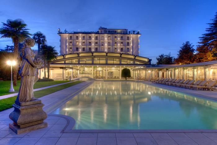 thermes-de-spa-grande-piscine-spectaculaire