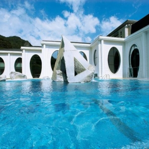 Thermes de spa contemporains - eaux curatives et jolie architecture
