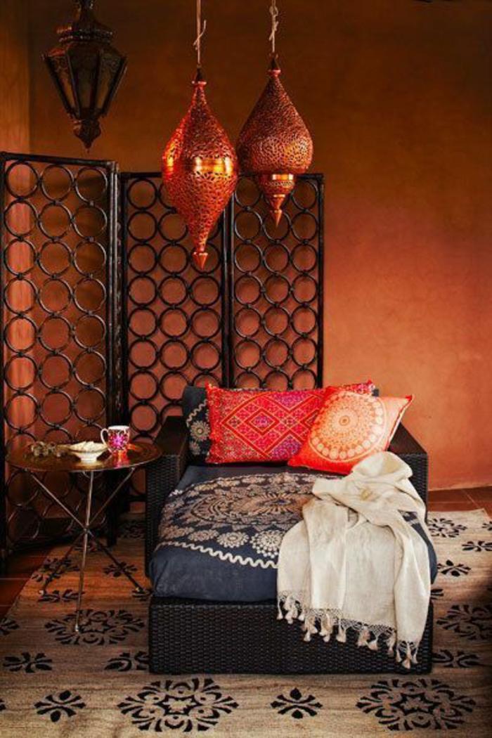 tissu-pour-salon-marocain-canape-marocain-avec-coussins-colores-marocains-dans-le-salon
