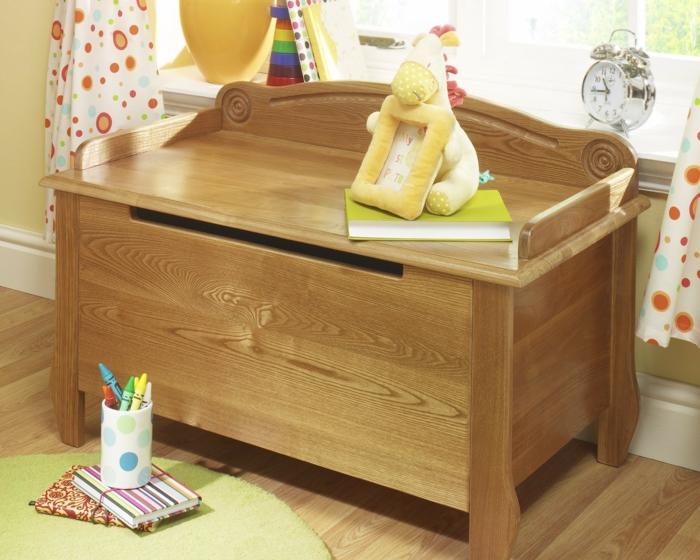 un-coffre-a-jouets-bois-diy-idées-aménagement-bois-jouets