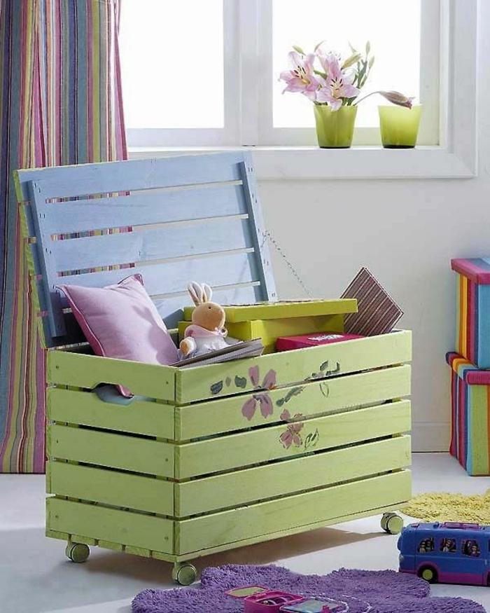 un-coffre-a-jouets-bois-diy-idées-aménagement-vert-claire