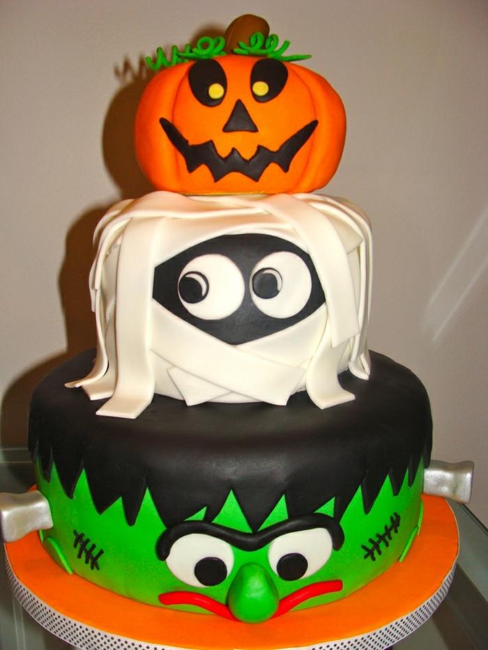 un-gâteau-pour-halloween-decoration-gateau-halloween-fantome-citrouille