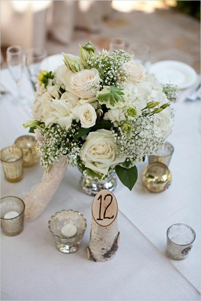 un-joli-gros-bouquet-de-fleurs-sur-la-table-avec-une-nappe-blanche-comment-decorer-la-table