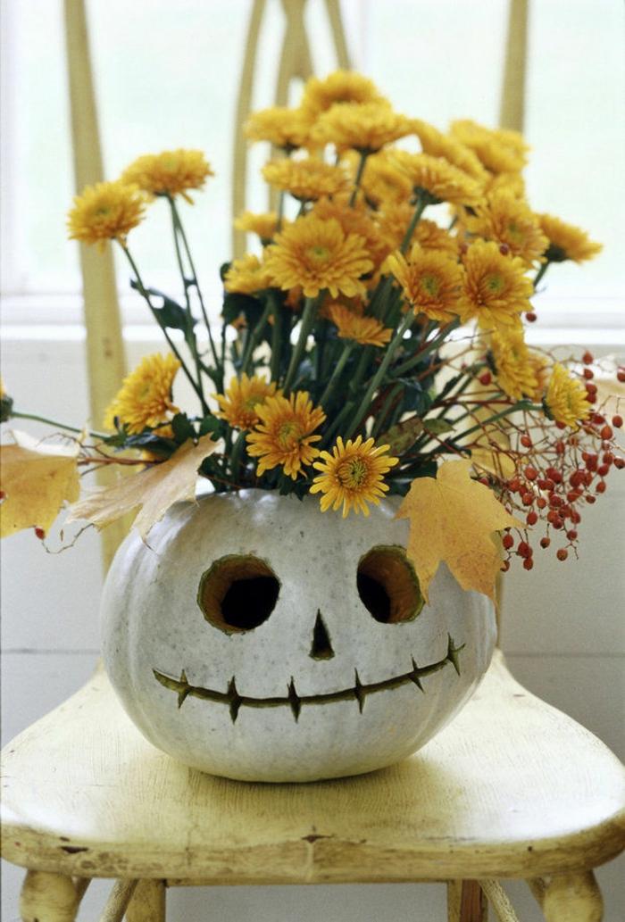 une-citrouille-halloween-dessin-modele-citrouille-halloween-fleurs-vase