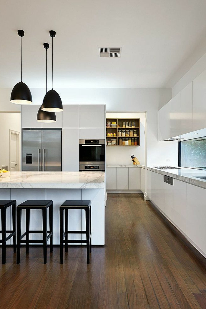 une-idee-originale-avec-sol-en-planchers-en-bois-foncé_meubles-dans-la-cuisine-moderne