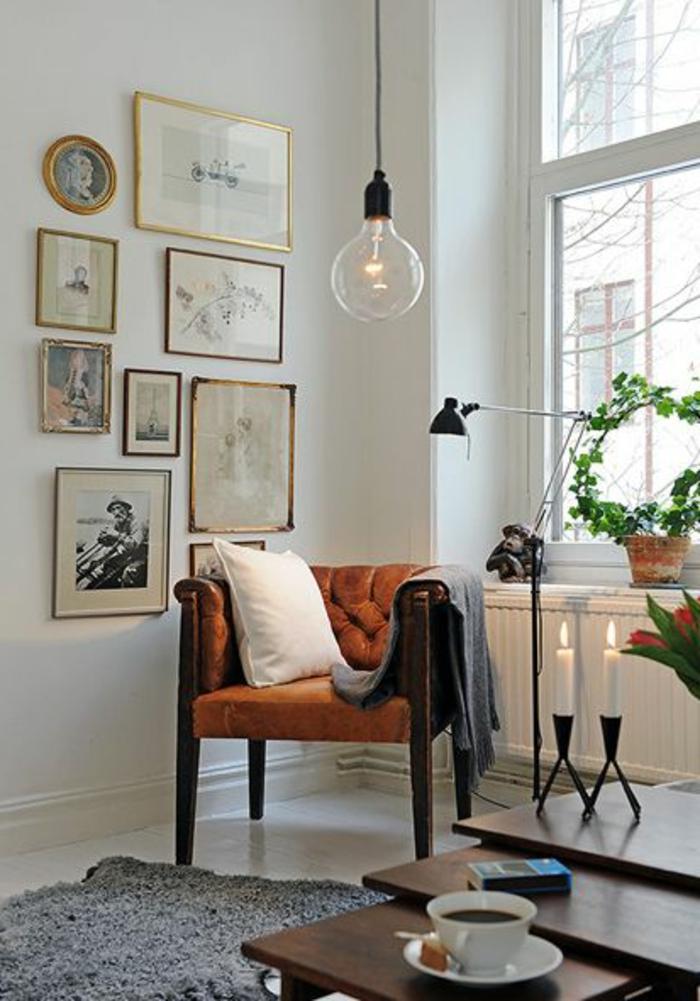 une-jolie-lampadaire-conforama-en-forme-de-boule-pour-le-salon-moderne-avec-canapé-marron