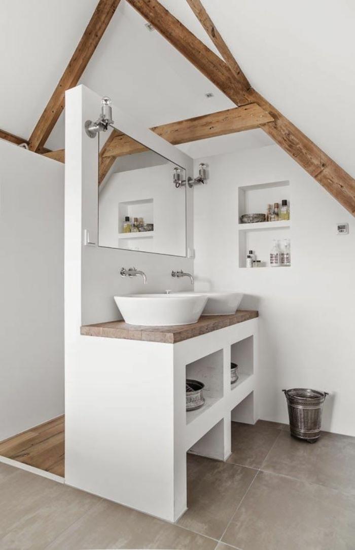 une-jolie-salle-de-bain-sous-combles-aménager-une-petite-salle-de-bain-avec-murs-blancs