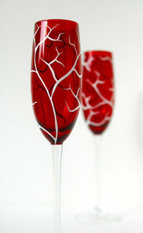une-jolie-verre-tulipe-rouge-bien-décorer-comment-bien-decorer-la-verre-tulipe