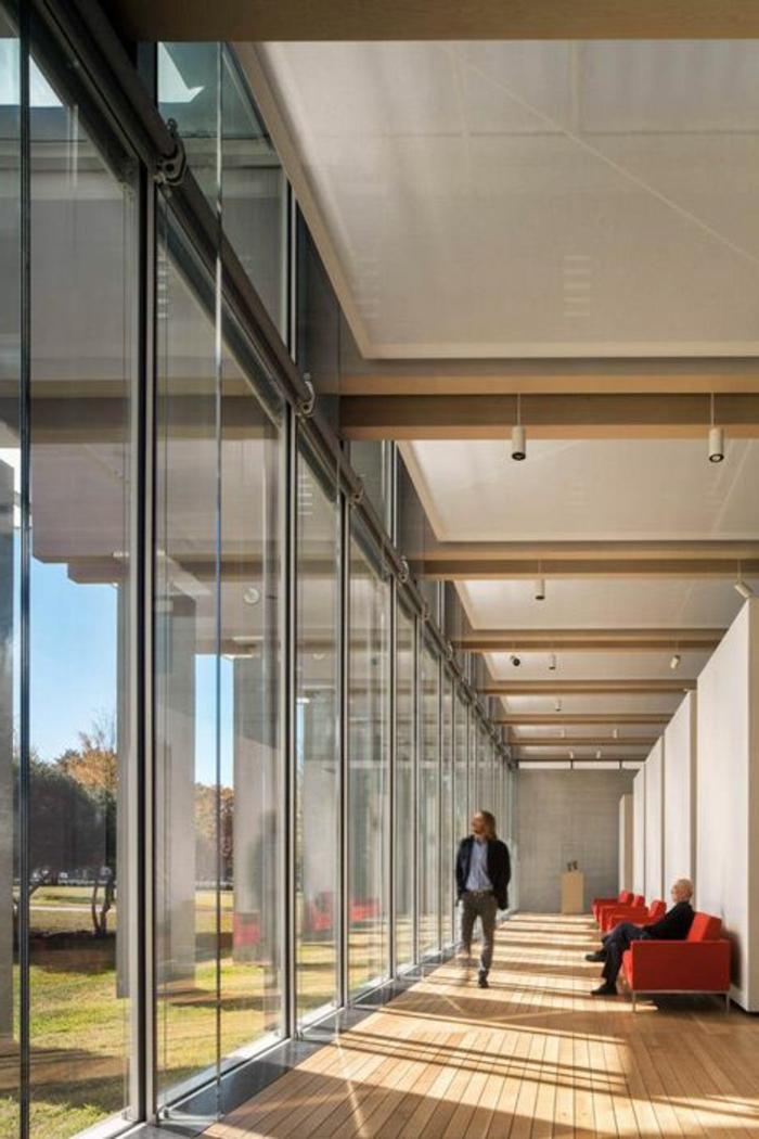 verriere-dans-l-interieur-contemporain-voici-une-jolie-exemple-sol-en-parquet