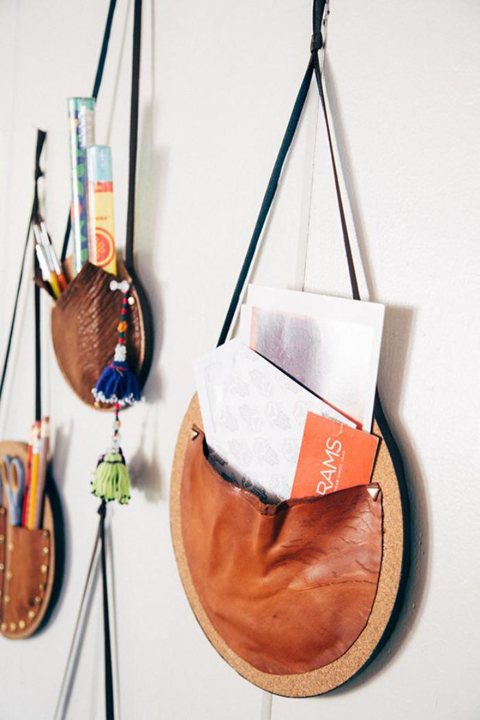 vide-poche-mural-petits-sacs-en-cuir-marron
