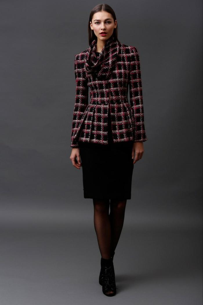 vintage-modele-idées-tenue-de-jour-rétro-manteau-en-carré-ecossaise-resized