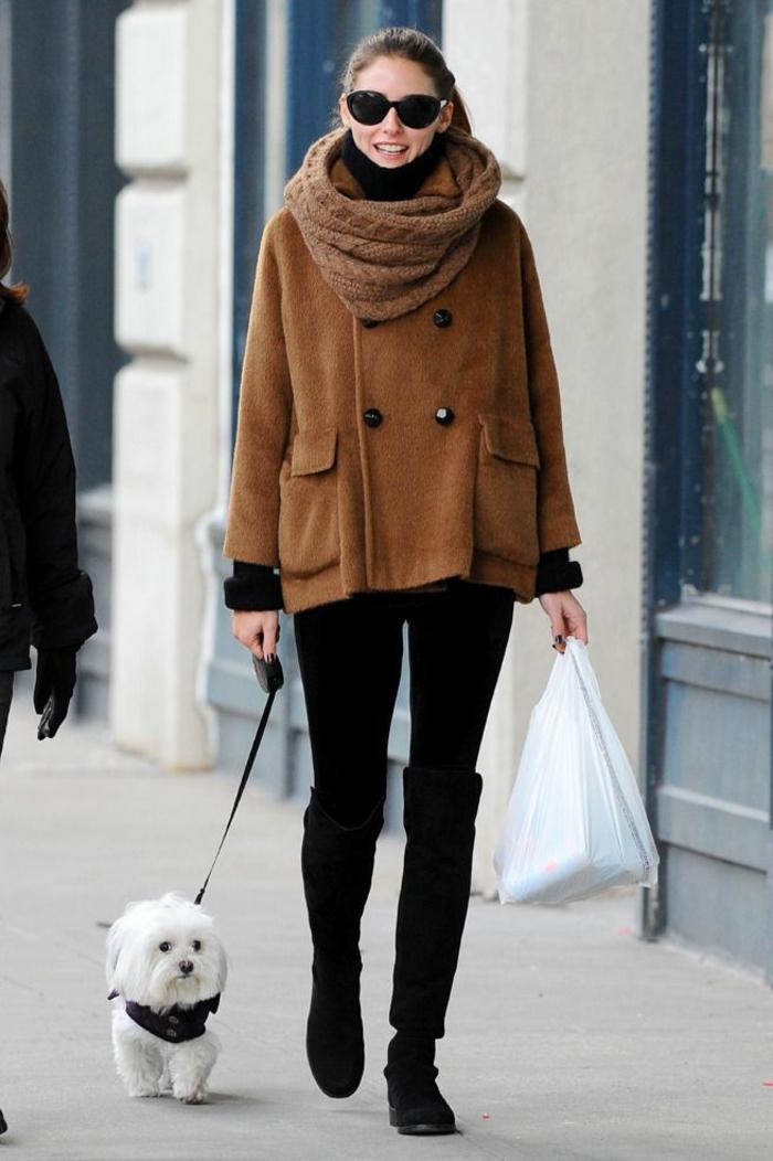 écharpe-tube-idée-en-tendance-hiver-2015-chien-et-femme-celebre
