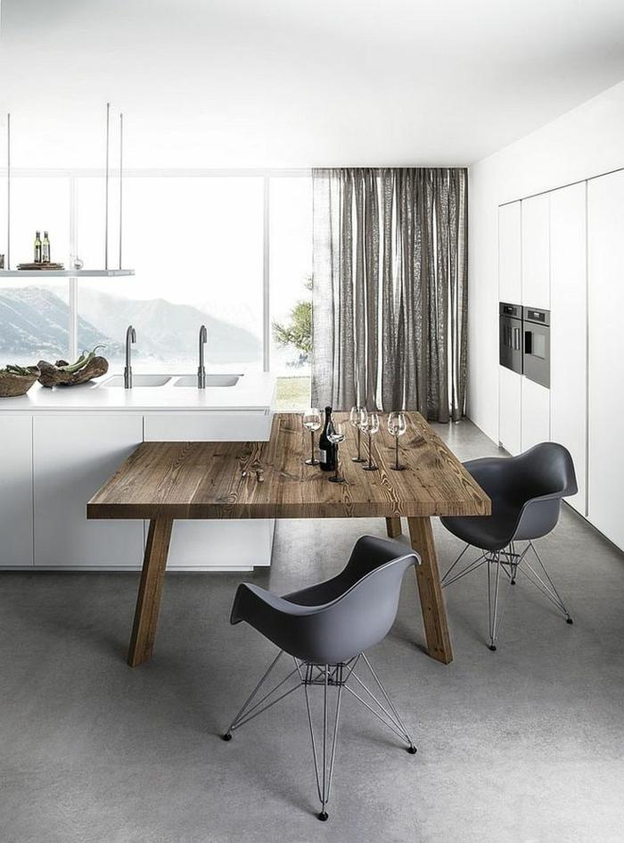 0-chaise-grise-table-en-bois-massif-foncé-chaise-grise-en-plastique-credence-blanc-en-bois