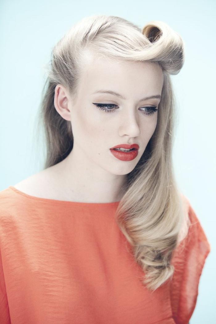 0-coiffure-facile-cheveux-mi-long-blonds-levres-rouges-jolie-fille-coiffure-moderne