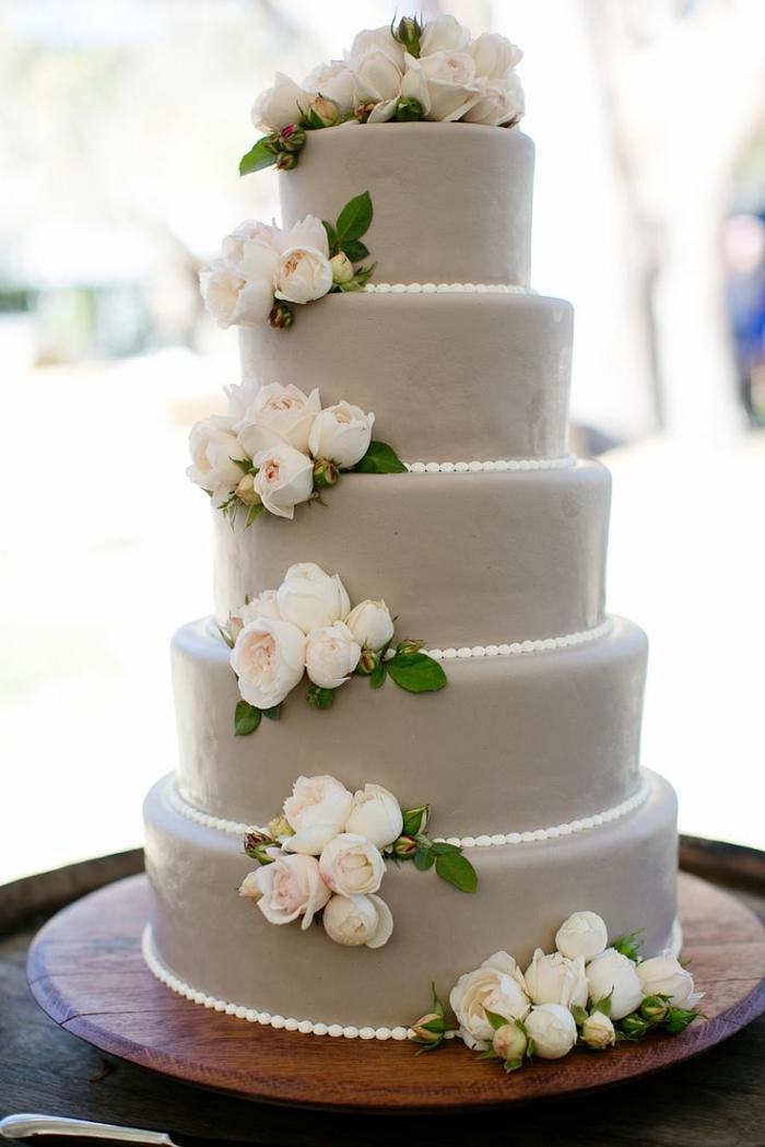 0-elegant-design-de-gateau-de-mariage-avec-decoration-en-perles-et-fleurs