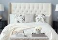 Ajoutez un peu de chic dans la chambre à coucher avec le lit capitonné!