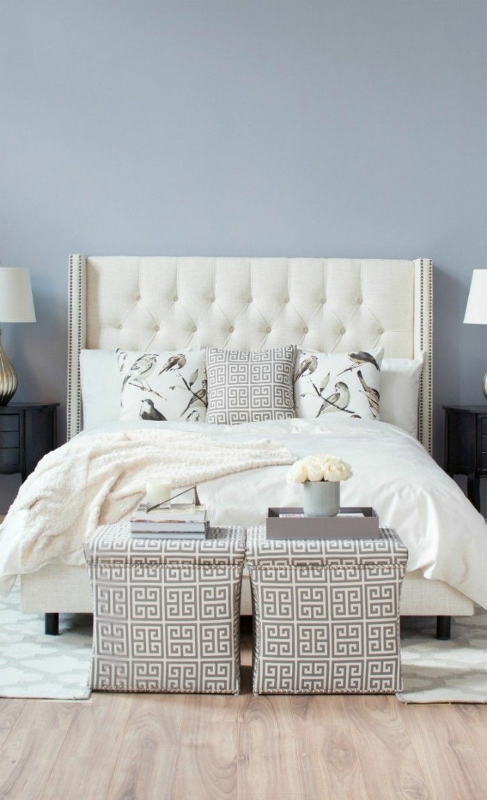 0-joli-lit-captionnée-lit-baroque-avec-tete-de-lit-blanc-captionnee-pour-la-chambre-a-coucher-moderne-murs-bleus