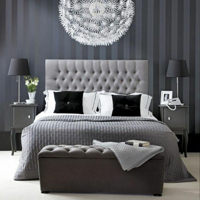 0-joli-lit-lit-captionné-avec-tete-de-lit-captionnée-en-cuir-gris-et-couverture-grise-dans-la-chambre-a-coucher-moderne