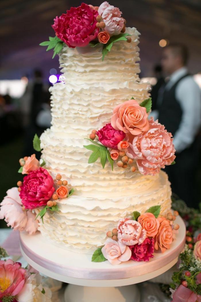 0-jolie-idee-pour-choisir-le-meilleur-wedding-cake-gateau-de-mariage-pièce-avec-decoration-enfleurs