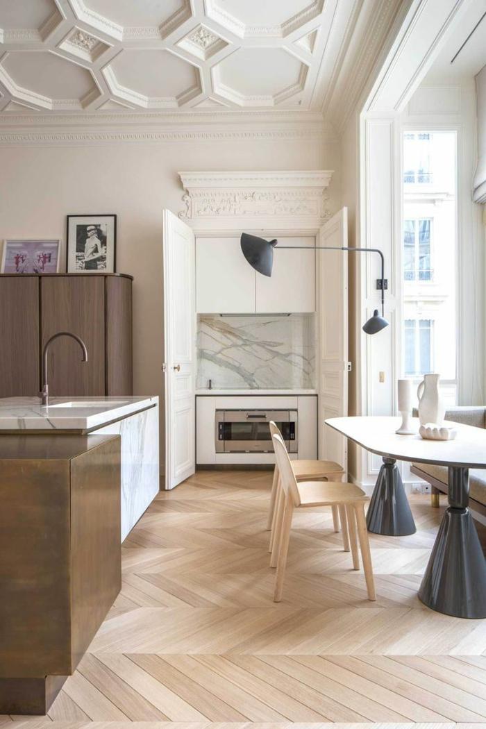 0-moulures-decoratives-et-corniche-plafond-dans-la-salle-de-sejour-ultra-chic-et-moderne