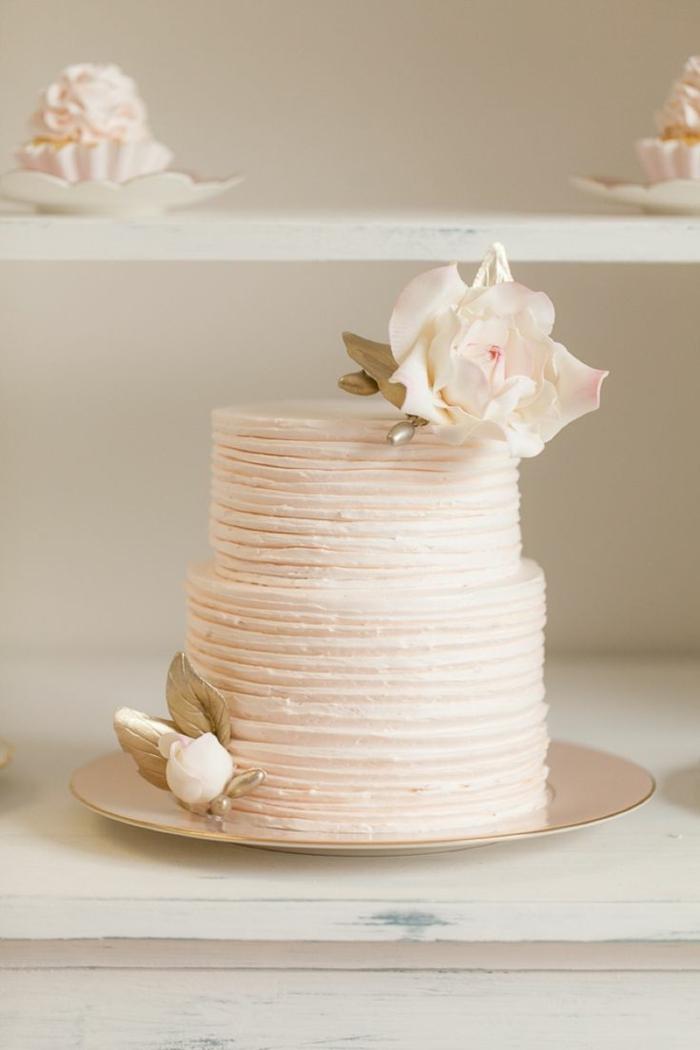 0-simple-et-elegant-design-de-gateau-de-mariage-pièce-montée-wedding-cake-du-vanille