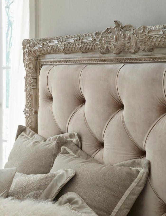 0-tete-de-lit-captionnée-beige-lit-baroque-pour-la-chambre-a-coucher-moderne-avec-coussins-beiges