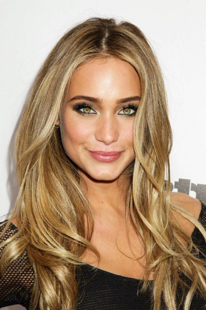 1-blond-venitien-meche-blond-femmes-modernes-yeux-verts-levres-roses-cheveux-longs