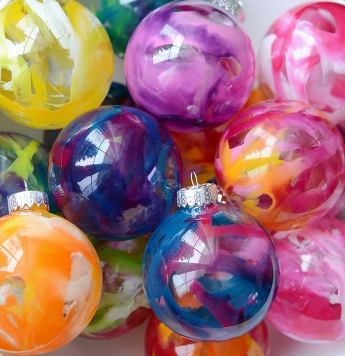 1-boules-de-noel-a-decorer-boule-de-Noël-colorées-transparentes-comment-decorer-le-sapin