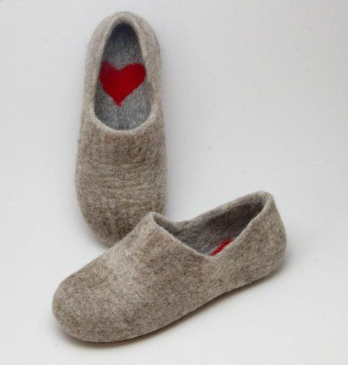 1-chausson-isotoner-gris-pour-avoir-chaud-chez-vous-pantoufles-hommes