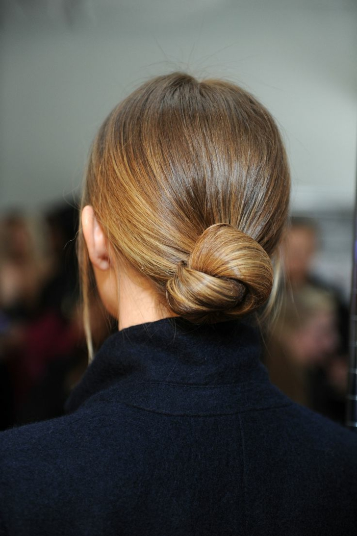 1-coiffure-de-soirée-facile-coiffure-a-faire-soi-meme-balayage-blond-cheveux-marrons