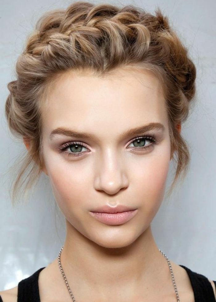 1-coiffure-facile-a-faire-soi-meme-pour-les-filles-avec-cheveux-blonds
