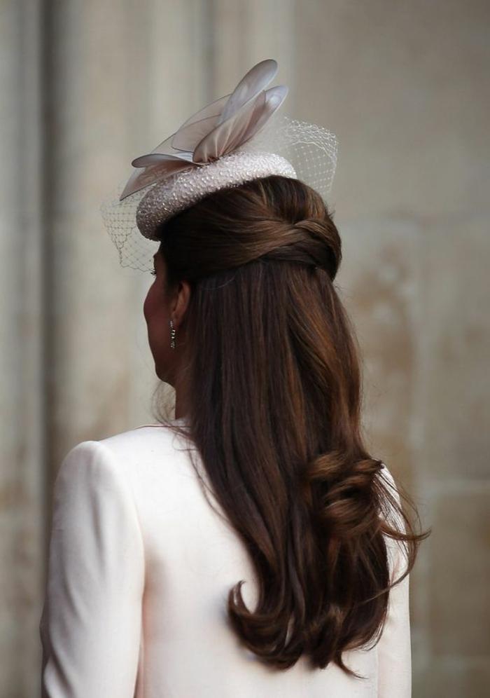 1-coiffure-facile-cheveux-mi-long-marron-jolie-coiffure-pour-les-filles-modernes