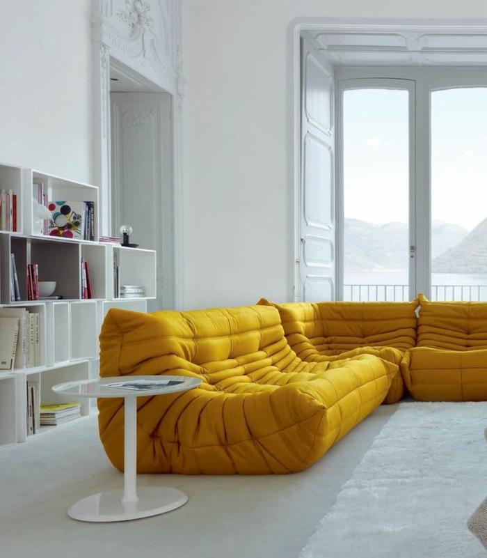 archzine.fr/wp-content/uploads/2015/11/1-comment-avoir-le-meilleur-salon-avec-tapis-blanc-fausse-faurrure-et-chauffeuse-conforama-jaune-d-angle.jpg