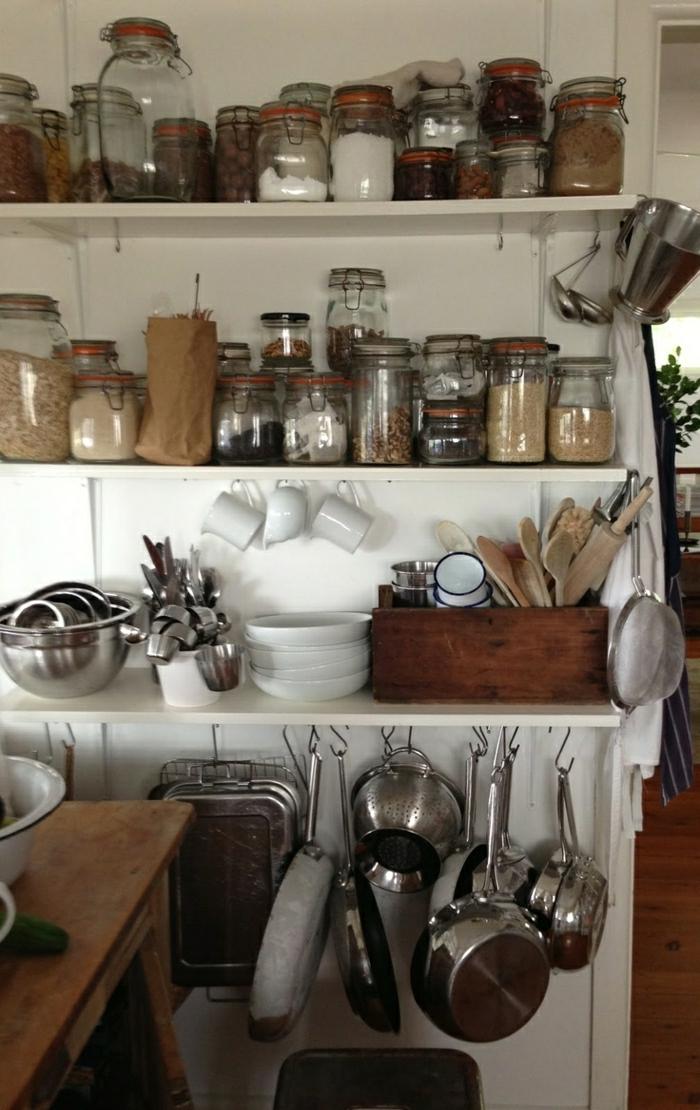 1-cuisine-de-style-rustique-avec-bocaux-en-verre-bocaux-conserve-dans-la-cuisine-moderne