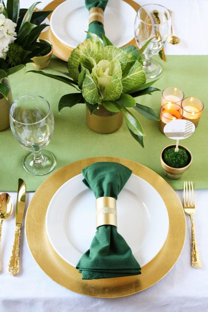 1-deco-idee-table-originale-decoration-pour-la-table-de-noel-avec-ronds-de-serviette-personnalisés