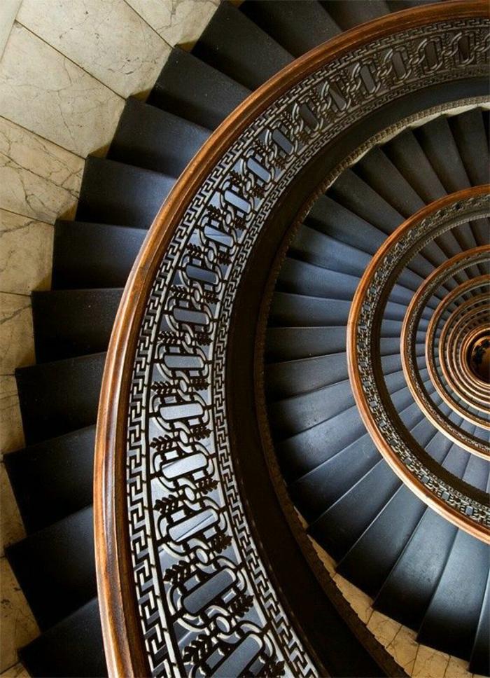 1-escalier-quart-tournant-dans-l-interieur-baroque-et-moderne-dans-la-maison-moderne