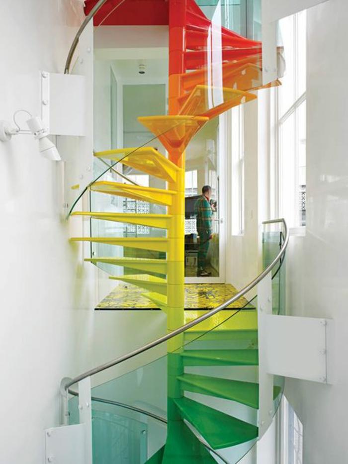 1-escalier-quart-tournant-escalier-tournant-pour-l-interieur-moderne-de-couleur-jaune-verte-et-rouge